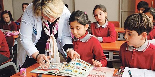 Hangi okullar erken kayıtta hangi avantajları sunuyor?