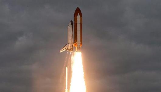 """Hindistan """"tekrar kullanılabilir"""" uzay mekiği fırlattı"""