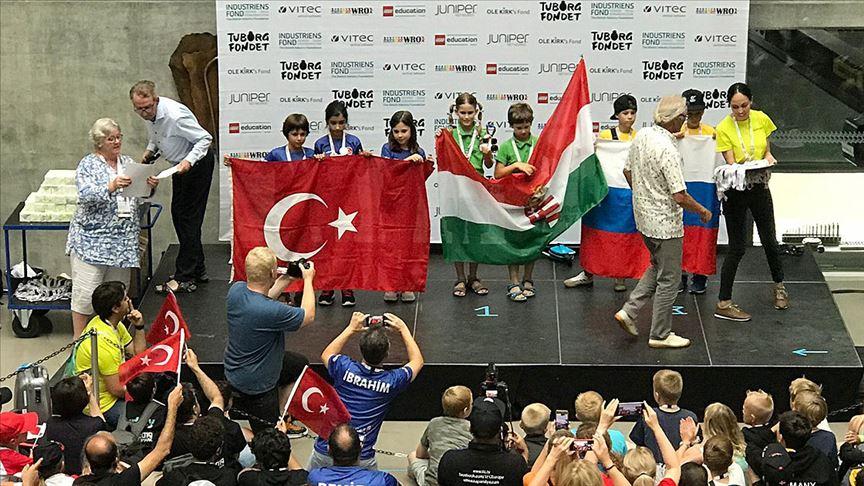 İlkokul öğrencileri dünya robot yarışmasında ikinci oldu
