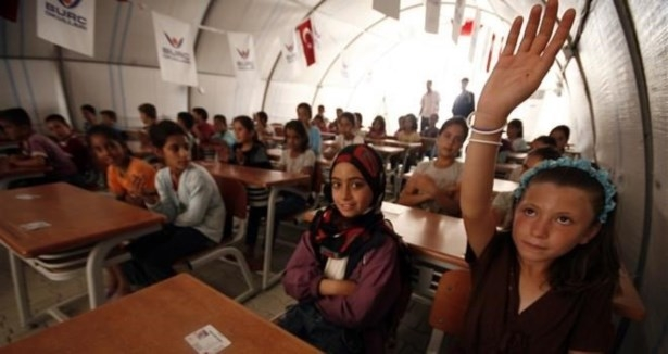 Suriyeliler için 100 okul
