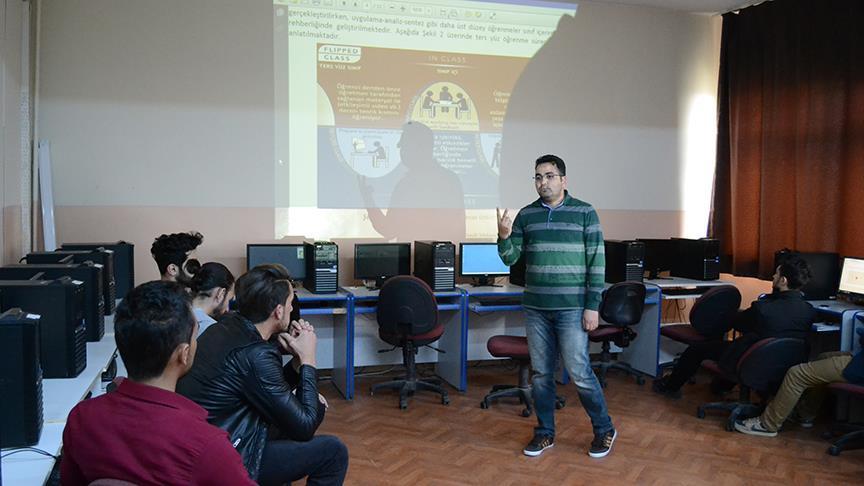Gençler derslere video izleyerek hazırlanıyor
