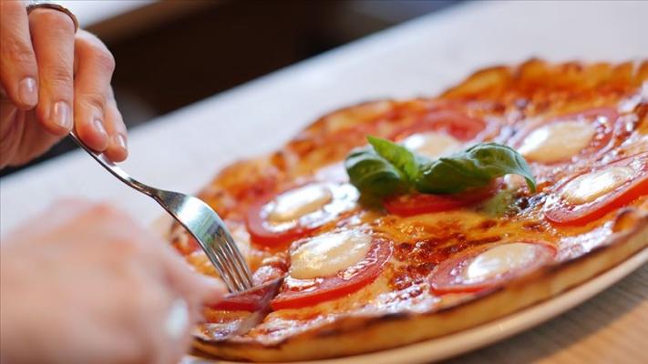 Geç saatte yemek kadınlarda kalp rahatsızlığı riskini artırıyor