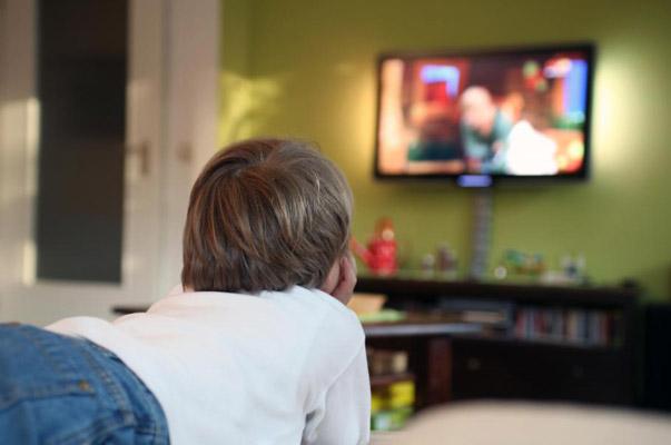Gençler 900 saat okulda 1200 saat TV karşısında