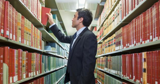 Ünlü avukat ve hukuk hocası Gönenç Gürkaynak'tan hukuk öğrencilerine 10 altın tavsiye!