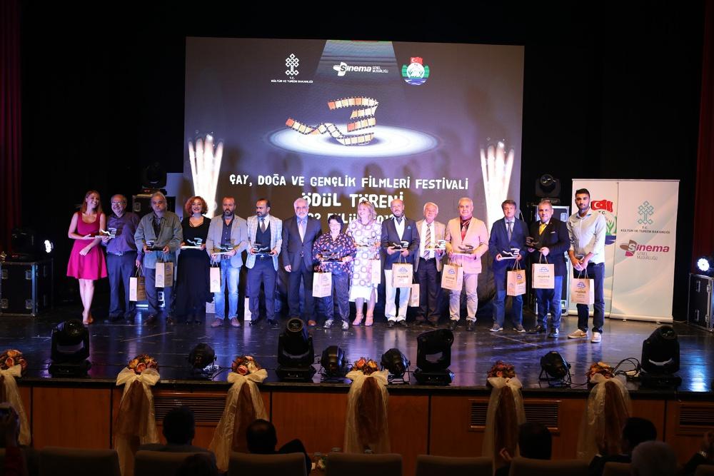 Bir Ayda 6 Festival 8 Ödül