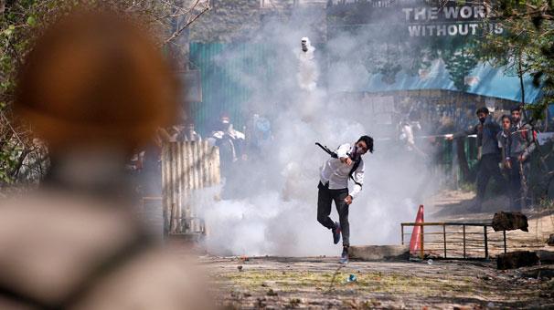 Ülkede yüzlerce öğrenci sokaklara döküldü, protesto çatışmaya dönüştü