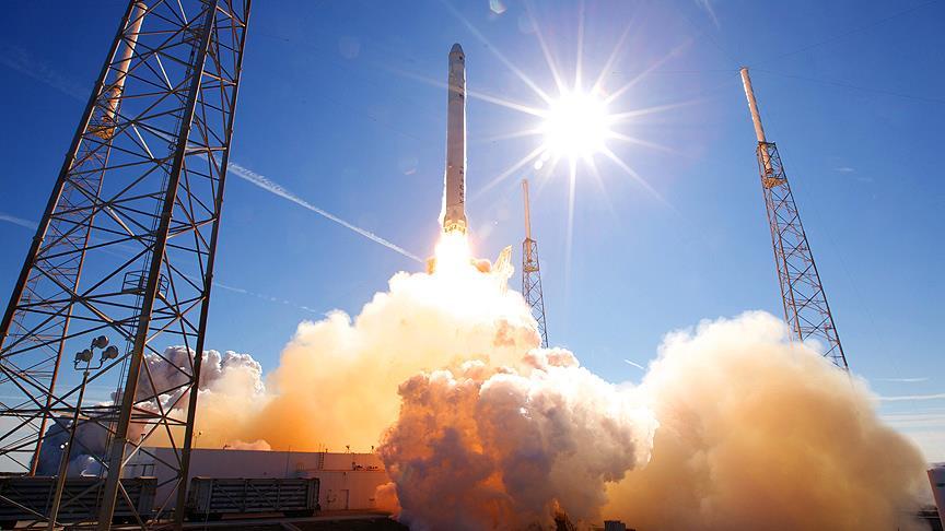 SpaceX iletişim uydusunu uzaya fırlattı!