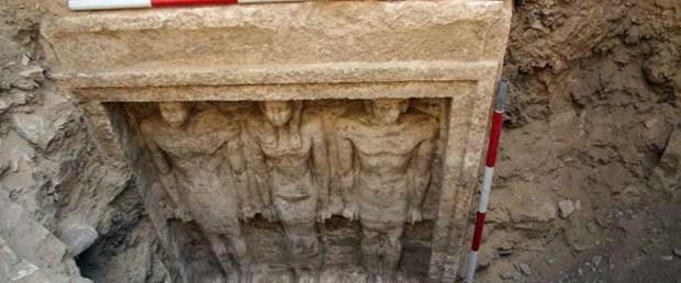 Arkeologlar  Mısır'da 4500 yıllık mezar buldu
