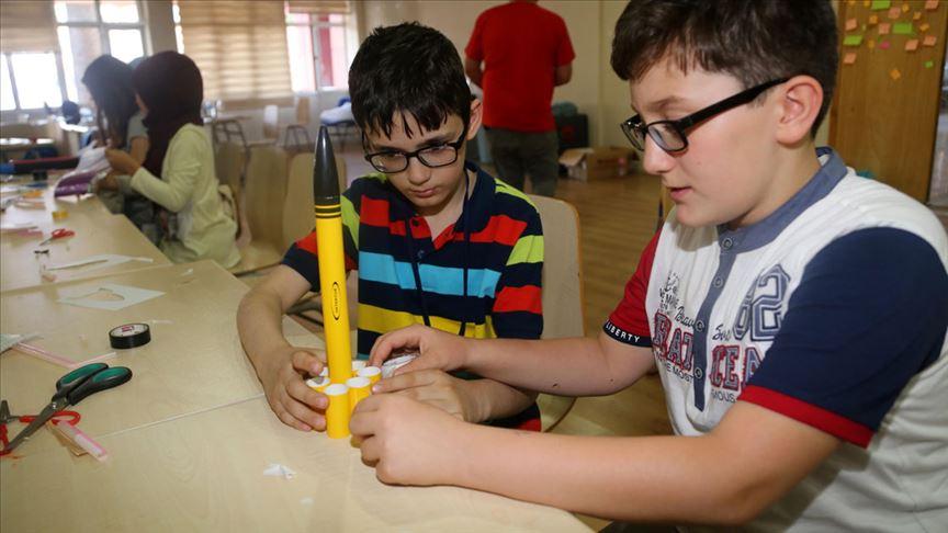 'Geleceğin mühendisleri'ne maket roket eğitimi