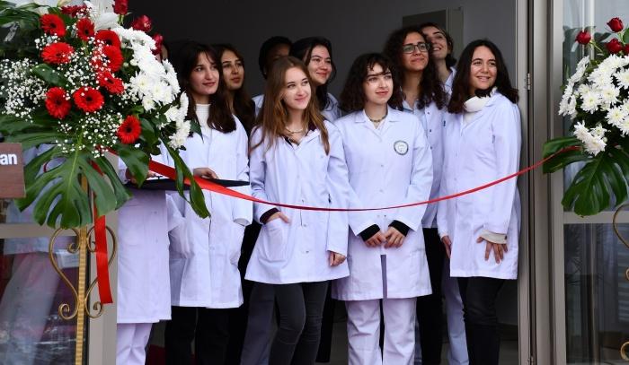 DAÜ Diş Hekimliği Fakülte Binası ile Dr. Fazıl Küçük Tıp Fakültesi Klinik Uygulama Merkezi açıldı