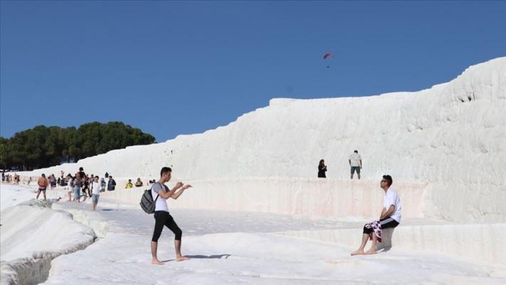 Pamukkale'ye 10 ayda 2,3 milyon ziyaretçi