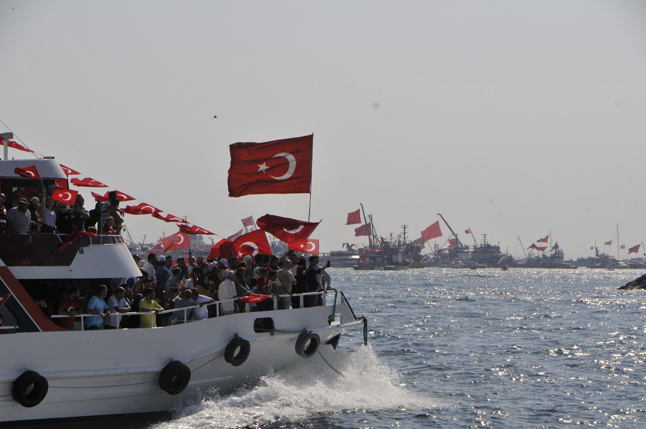 İSTANBUL ŞEHİR ÜNİVERSİTESİ'NDEN 15 TEMMUZ BİRLİK SEFERİ FOTOĞRAF SERGİSİ