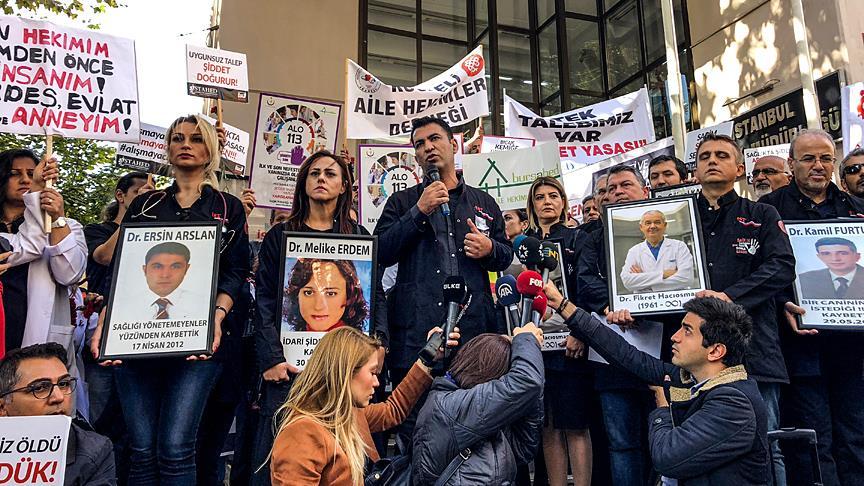 Sağlık çalışanlarından 'Sessiz Siyah Çığlık' protestosu
