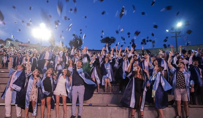 Yaşar Üniversitesi'nde mezuniyet heyecanı