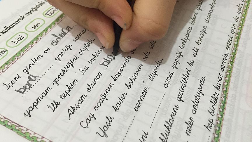 İlkokul birinci sınıfta 'bitişik el yazısı' tercihe bırakıldı