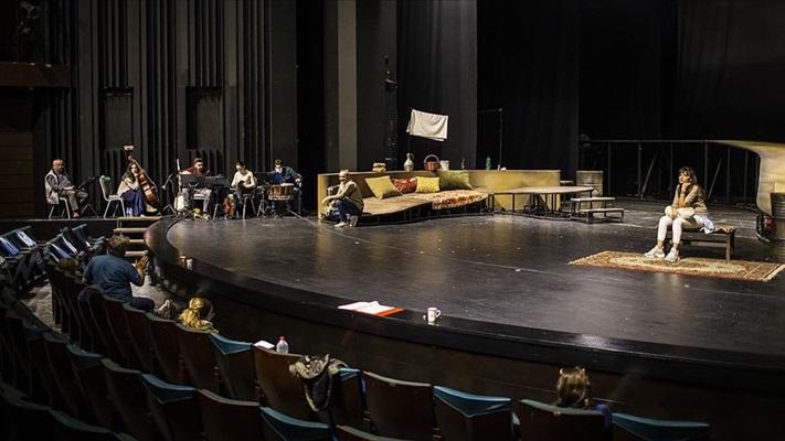 Sevgi ve emeğin hikayesi 'Selvi Boylum Al Yazmalım' Devlet Tiyatroları sahnesinde
