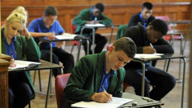İngiltere sınav takvimini Ramazan'a göre değiştirdi