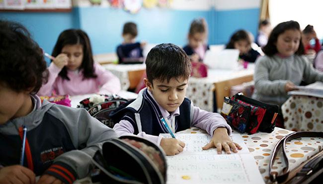 Çocuklara 4 Yıllık Temel Eğitim Yetmemektedir!