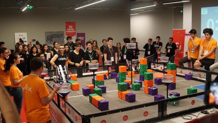 Dünyanın en büyük robotik turnuvası Nişantaşı Üniversitesi'ne konuk oldu