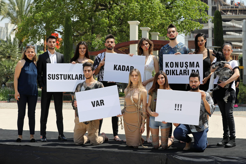 Üniversiteli gençlerden hayvan hakları defilesi