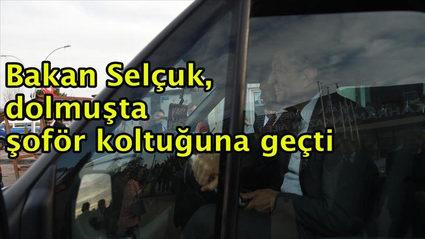 Bakan Selçuk, dolmuşta şoför koltuğuna geçti