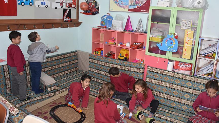 'Veliler sınıfa sahip çıkıyor' projesiyle okulu eve çevirdiler