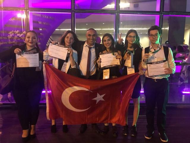 Mostratec Bilim Olimpiyatları'ndan Doğa Koleji'ne iki madalya