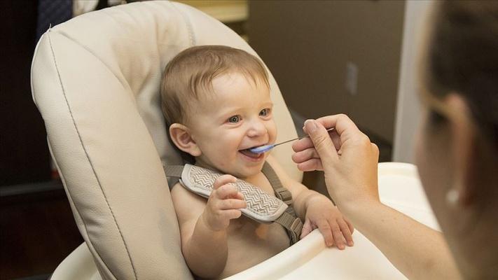 Bebeklerde 'Uzun süre püre kıvamında beslenme' uyarısı