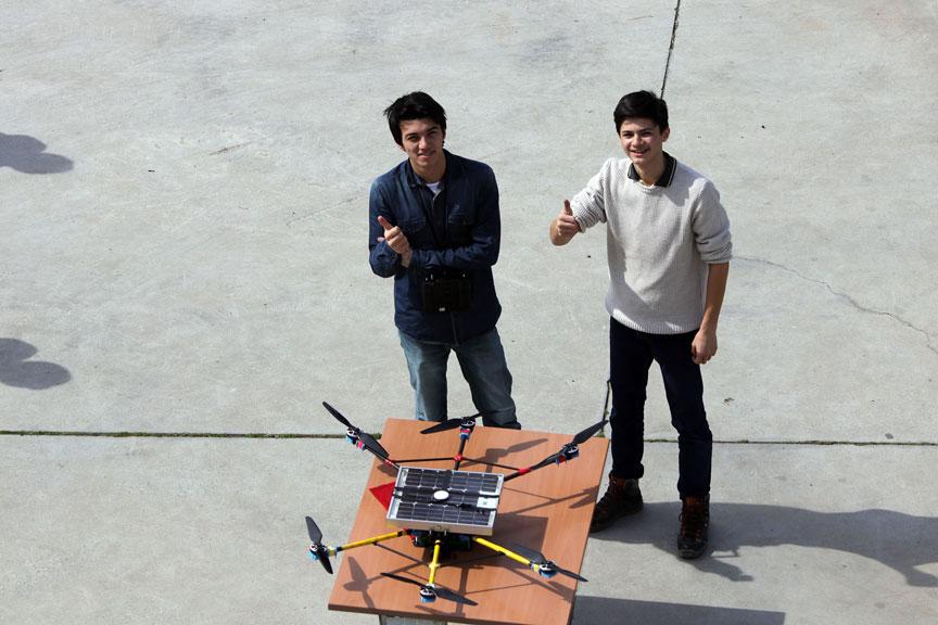 Liseli mucitlerden rüzgar ve güneş enerjili drone