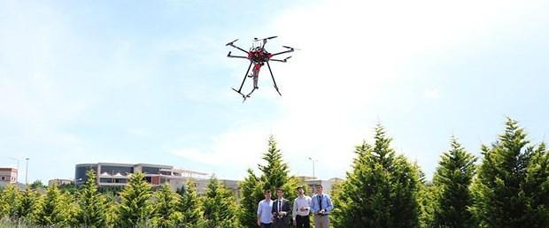 Üniversite öğrencileri robot kollu drone geliştirdi