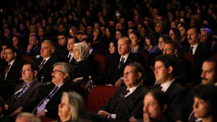 Cumhurbaşkanı Erdoğan 'Leyla ile Mecnun' tiyatro oyununu izledi