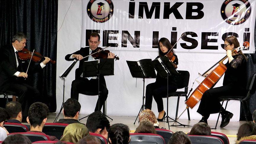 İl il gezip klasik müziği öğrencilerle buluşturuyorlar