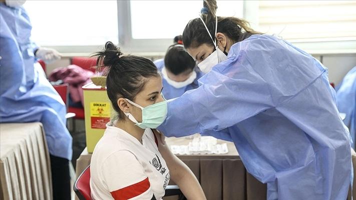 Bakan Koca: Aşı ve tedbirlerle sağlanacak toplumsal bağışıklığın aksi kısır döngüdür
