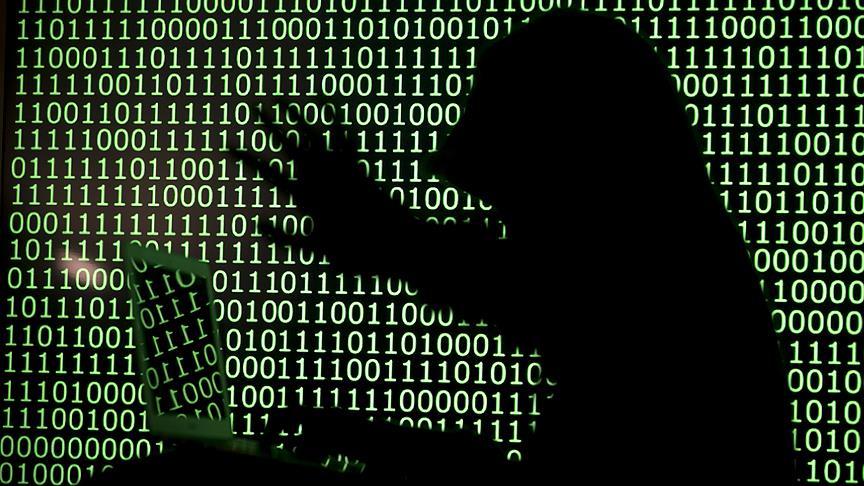 Erkekler daha fazla siber zorbalık yapıyor