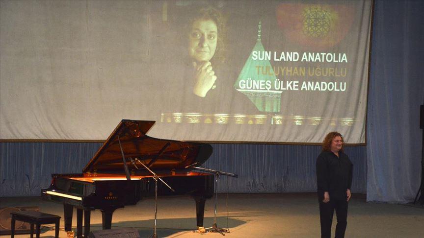 Piyanist Tuluyhan Uğurlu Özbekistan'da konser verdi