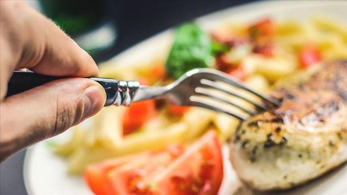 Koronavirüs sürecinde sağlıklı beslenmenin anahtarı '3 çeyrek' modeli