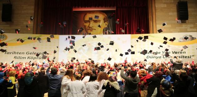 45 çocuk üniversite mezunu oldu