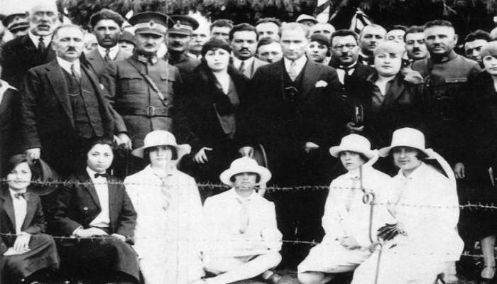 Başöğretmen Atatürk'ün Öğretmenlerle İlgili Unutulmayan Sözleri